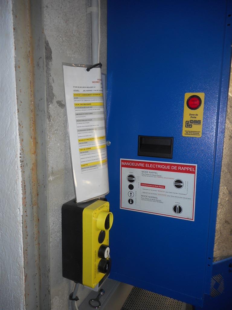 réalisations-Rénovation ascenseur immeuble antiques - Avant